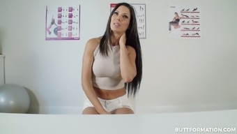 Rattling appetizing babe Alexa Tomas is definitely willing to show her booty