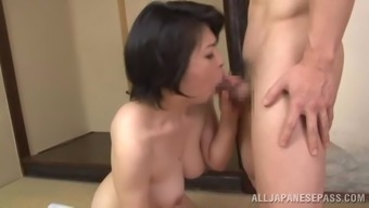 A senior woman from Japan can take complicated pussy pounding