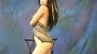 Fairly From asia slut Miki Chan does a few sensual, naked dancing