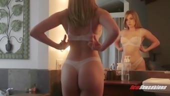 Giselle Palmer hooked by astonishing beauty Lexi Belle