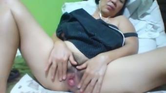 Filipina slippery along with darkish hair color and sagging huge boobs masturbates herself