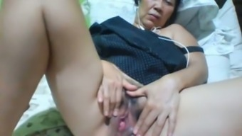 Filipina slippery along with darkish hair color and sagging huge boobs masturbates herself