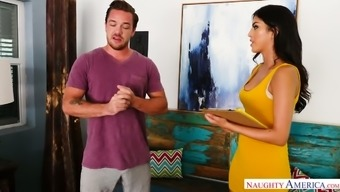 Beige eyed special one Sophia Leone spreads legs at once to invite penis in twat
