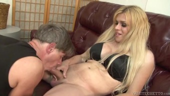 Perverted stud sucks the attractive shemale Jesse Flores