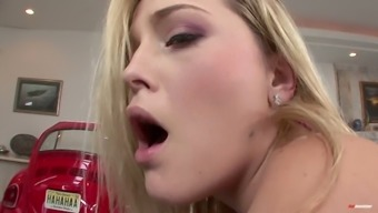 Blonde darling with remarkable booty Alexis South texas rides challenging dick
