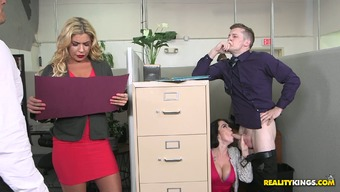 Bootyful desk Ryan Smiles makes copy or her booty practical and seduces supervisor