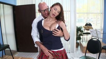 Big tits babe Madison Bear contributes the flute and stinks big penis or her coach