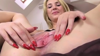 Luxurious kitchen toy in her own pussy opening