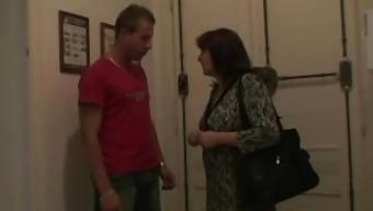Horny guy bangs his girl's old mama