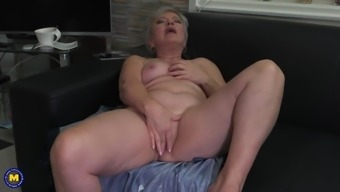 Perverted GILF need your cock immediately
