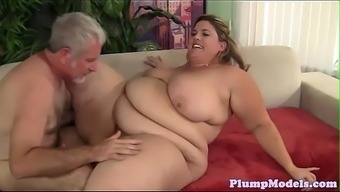 Tittyfucking SSBBW cracked for all fours