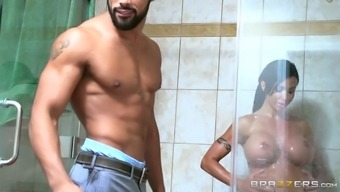 Raven haired strong MILF along with big plastic containers gives a move to most desirable Boyfriend in tub