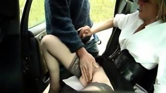 жену лапают в машине - 11
