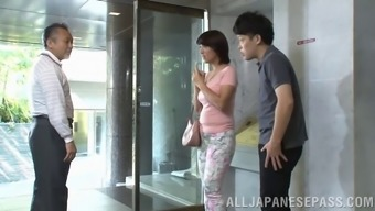 Short haired Asian hack on her hubby with a dangled porn star