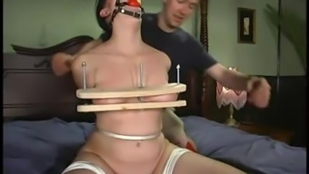 Slavery online video with the use of Roze wijn getting dominated by her hubby