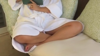 upskirt of unconscious mom in their take a bath housecoat