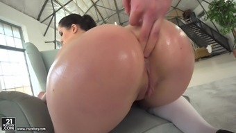 Cassie Right lifts up her dress for an rectum fuck
