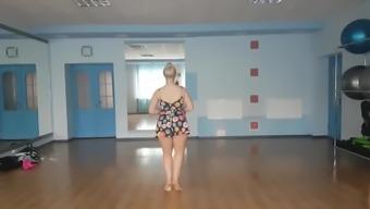 twerking dancing