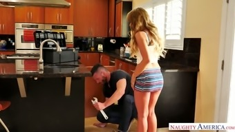 Sex-hungry homemaker Kayla Kayden is dishonest her mankind along with one attractive instaler