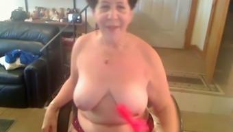 Sexy amateur mature finger fucks her snatch