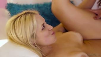 Asian shemale Venus Lux is fucking sex-appeal busty blond girlfriend