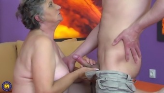 Horny granny Jana W likes it when she gets her cunt plowed