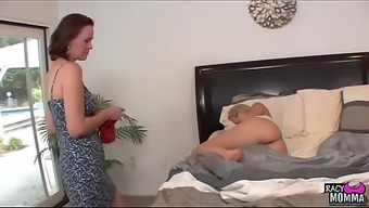 Pussylicking stepmom seduced young adult elegance