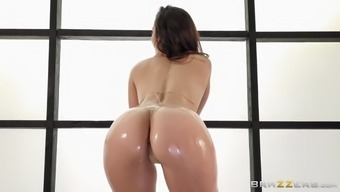 kelsi monroe gets her oiled stupid ass tapped