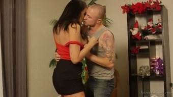 Sexually gripping milf Reagan Foxx barbs issues receding directed inked adult man