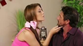 Jojo kiss tom dad pounds