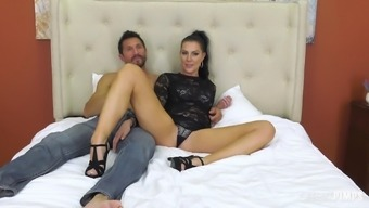 Hung dude takes care of a bombshell Texas Patti with pleasure