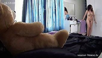 Sexy Amateur Topless Young adult Voyeur Seashore Shut down Video files