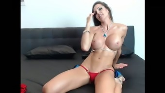 Fit Mom Fucks Her Wet Pussy Live on Cam