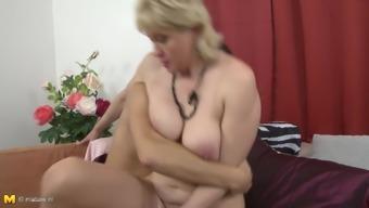 Amateur mature mom fucks hung son