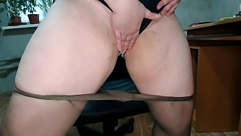 Lustful secretary swaps dirty pad in the workplace
