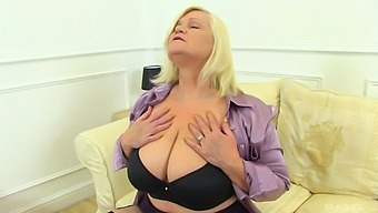 Chubby mature shows off when toying her fat holes like a slut