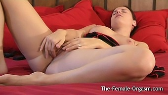 Super Sexy Claudia Rossi Vibes Her Clit To An Awesome Pussy Twitching Orgasm