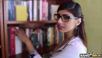 Nicely pattern Mia Khalifa warrants in order to get her soppy Lebanese cherry fucked puppy