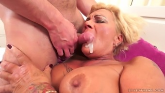 Curvy cracker has her virile entrance packed with great number of sperm