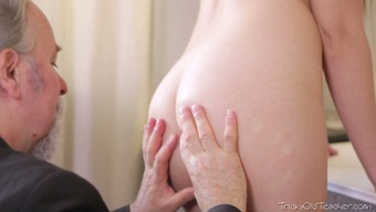 Abandoned 86 years old man licks pussy of his bonny blond girlie avidly