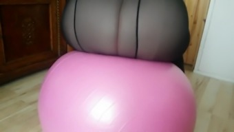 SSBBW tramp trying a gymball