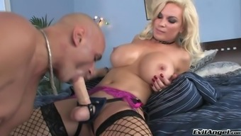 Wayward warm stupid ass sluttie Ring Foxxx performs with the use of big junk in sizzling blowjob arena