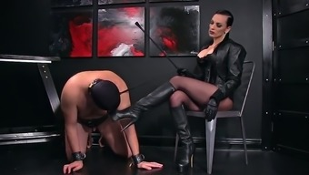Femdomlady and Bootlicking Mens Object