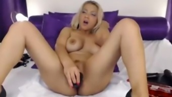 Busty brown milf dildos pussy on cam