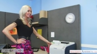 MILF Emma Starr seduces her assistant - Kinky Business office - Lively Usa